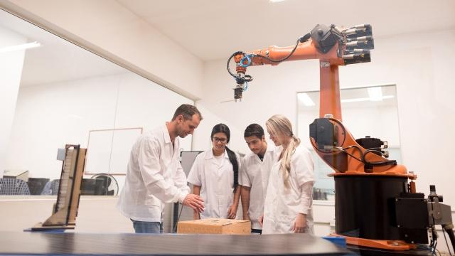 Programs | Canadian University Dubai